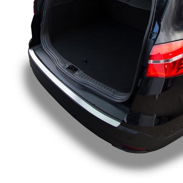 Travall® Protector for Ford Focus Estate Outlet-Plate (2011 >)