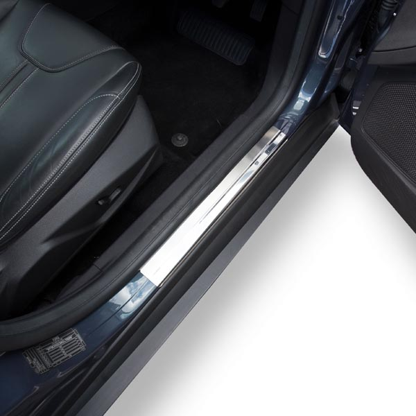 Travall® Sillguards for Ford Focus 5 Door Hatchback (2010 >)